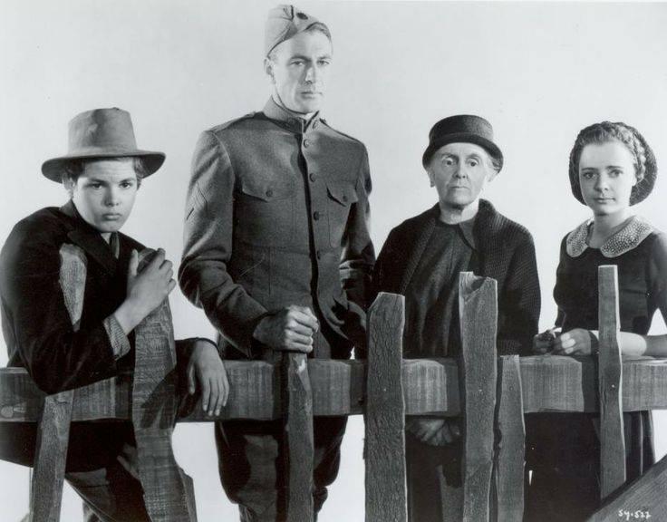 Dickie Moore, Gary Cooper, Margaret Wycherly and June Lockhart
