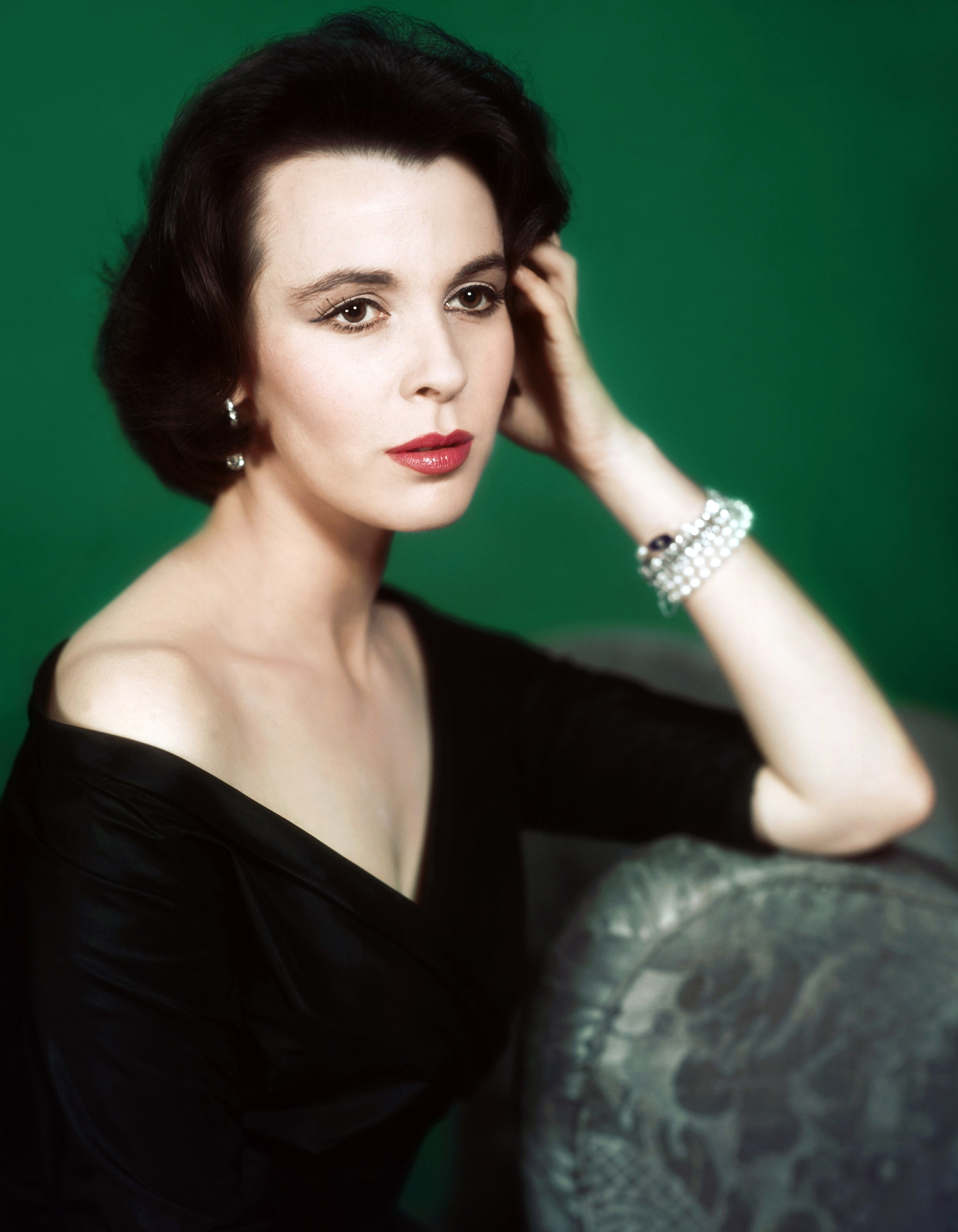 claire bloom feet