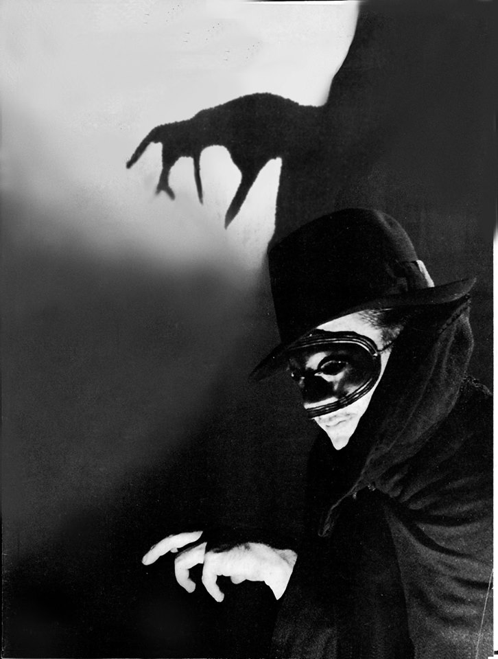 Frank Readick! Readick played The Shadow on radio for over three seasons and went on to play The Shadow in the 1931 movie The Burglar To The Rescue! You can hear Readick in this selection of tales from The Shadow