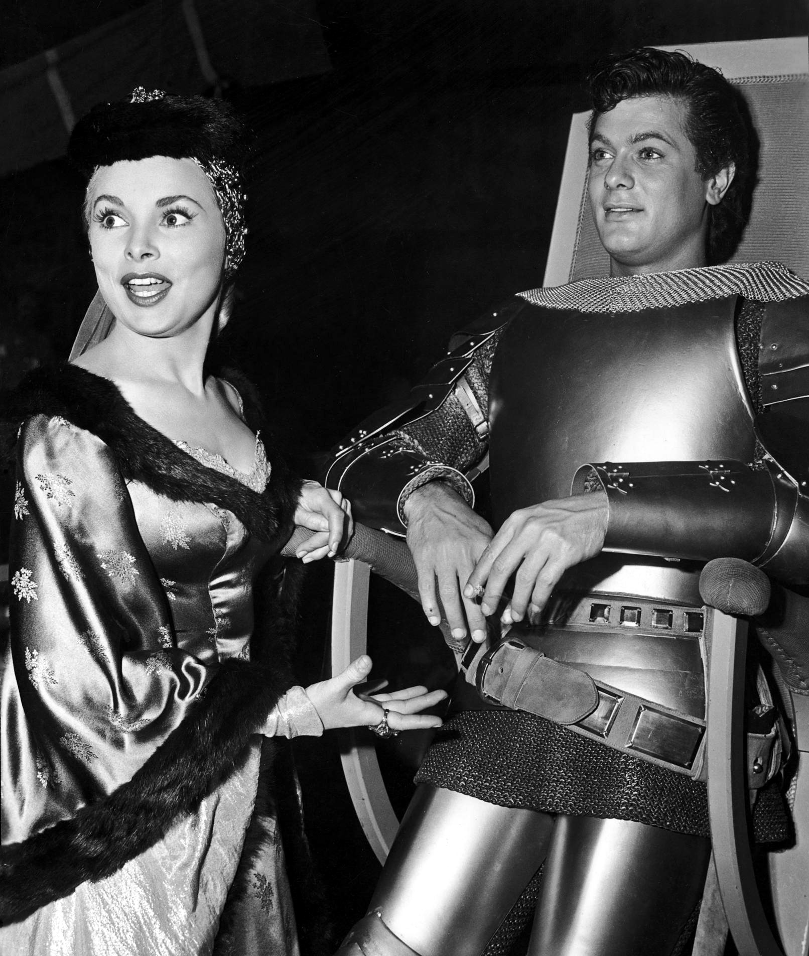 Tony Curtis on the set with Janet Leigh