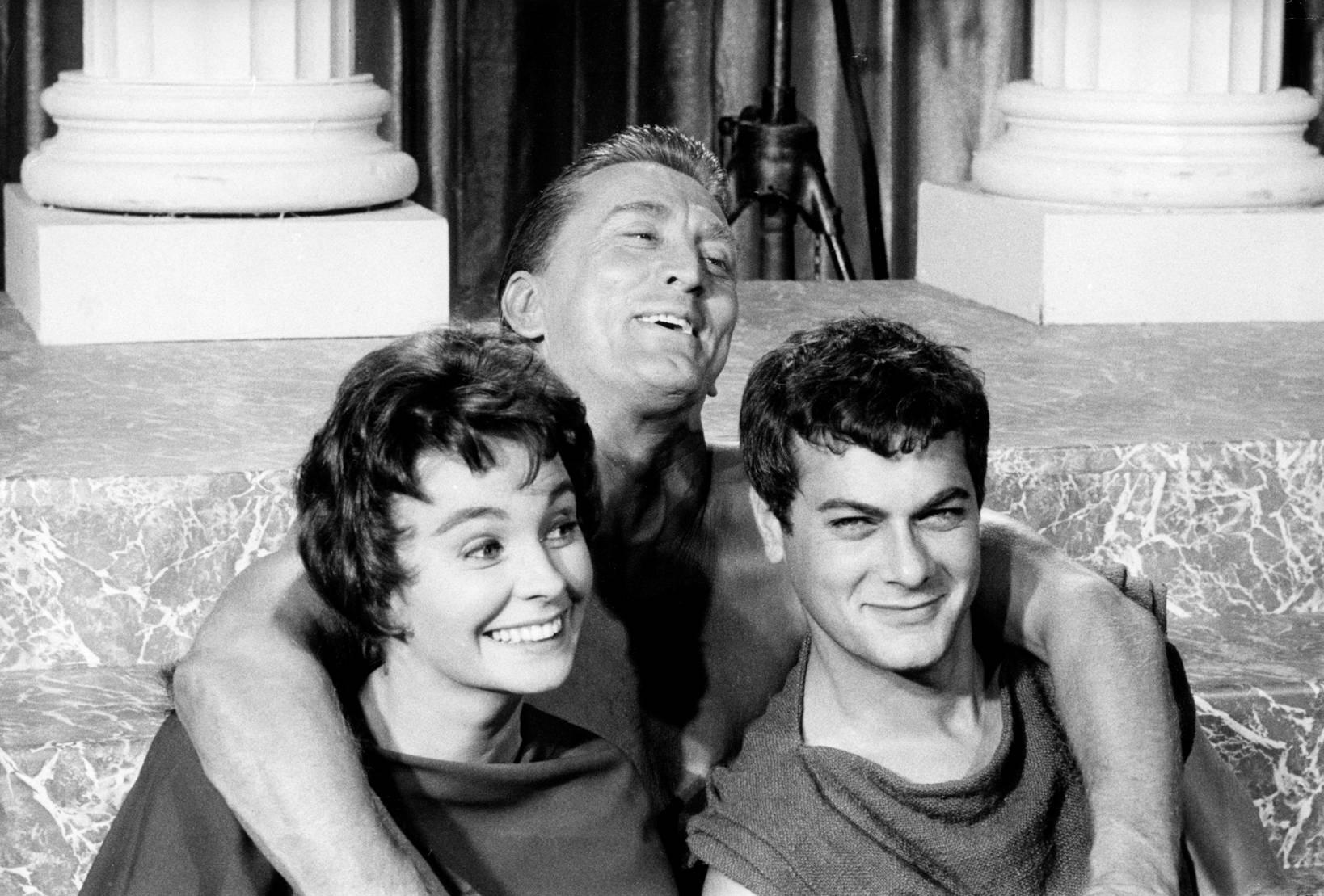 Jean Simmons, Kirk Douglas, Tony Curtis