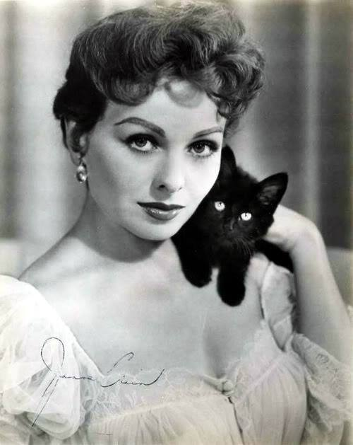 Lovely Jeanne Crain with her feline friend.