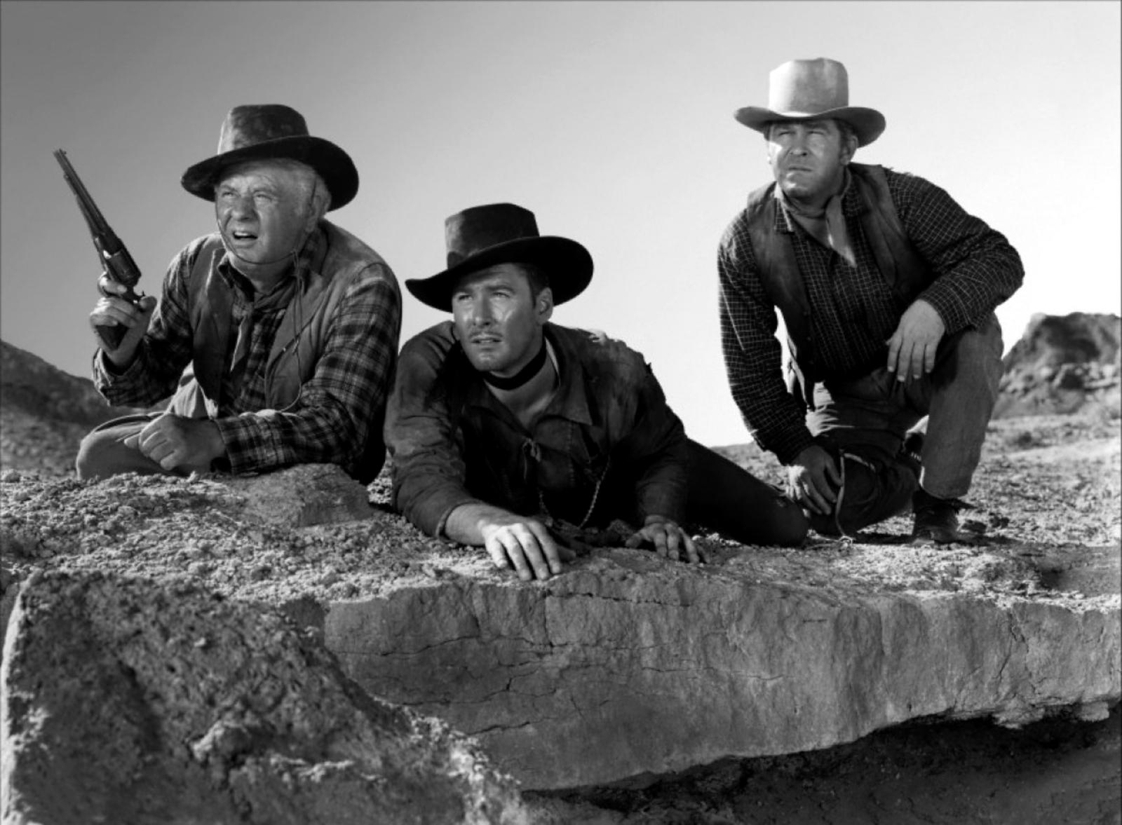 Alan Hale, Sr., Errol Flynn,  Guinn