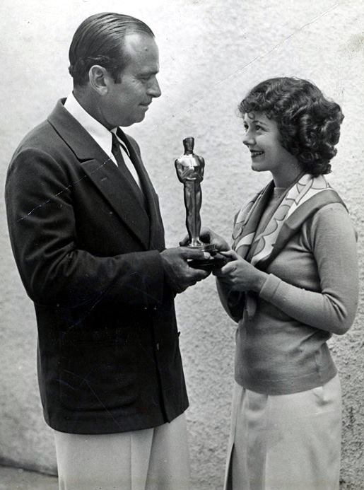 Janet Gaynor receiving her Oscar from Douglas Fairbanks Sr.