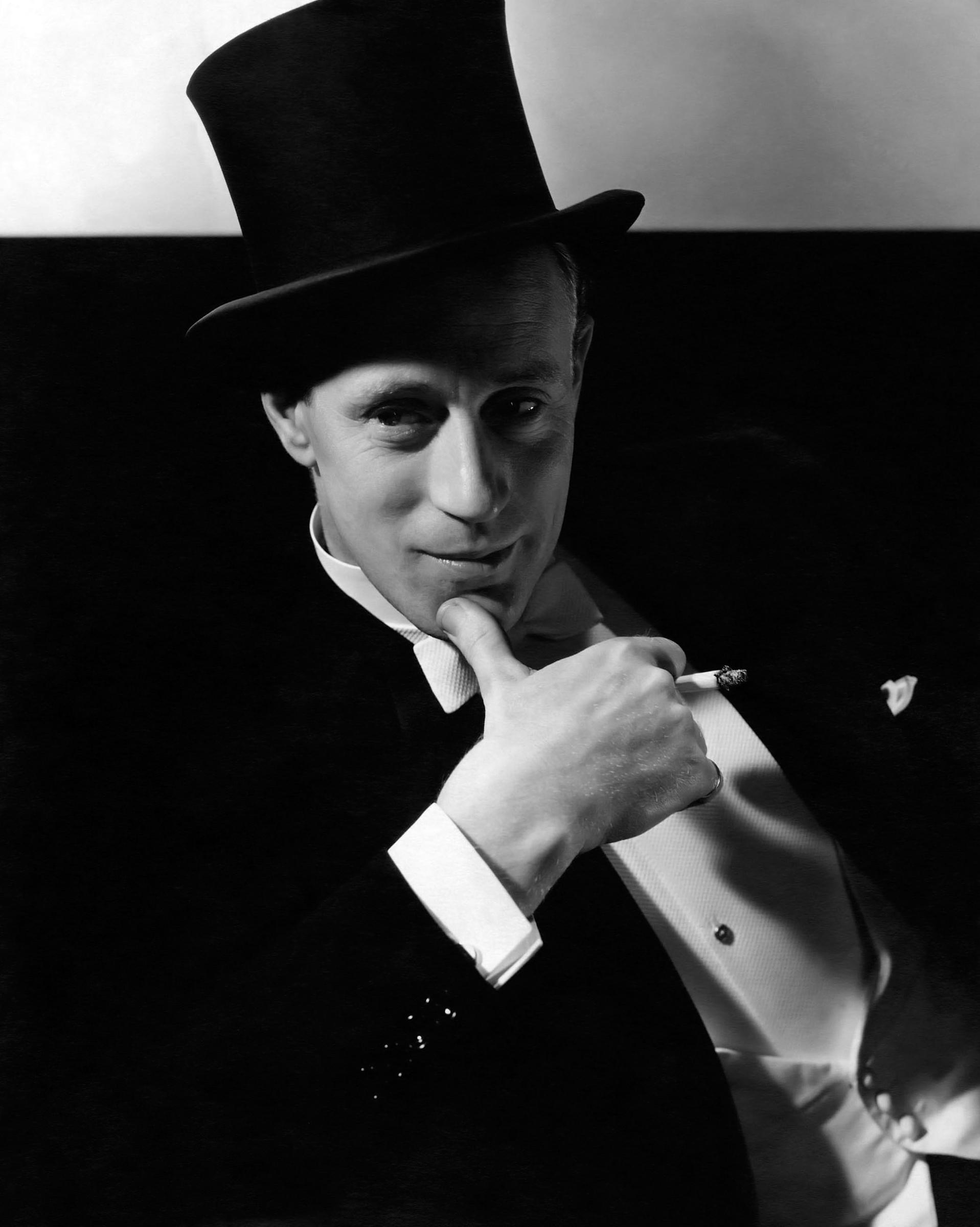 Leslie Howard ........ By photographer Edward Steichen (1932)