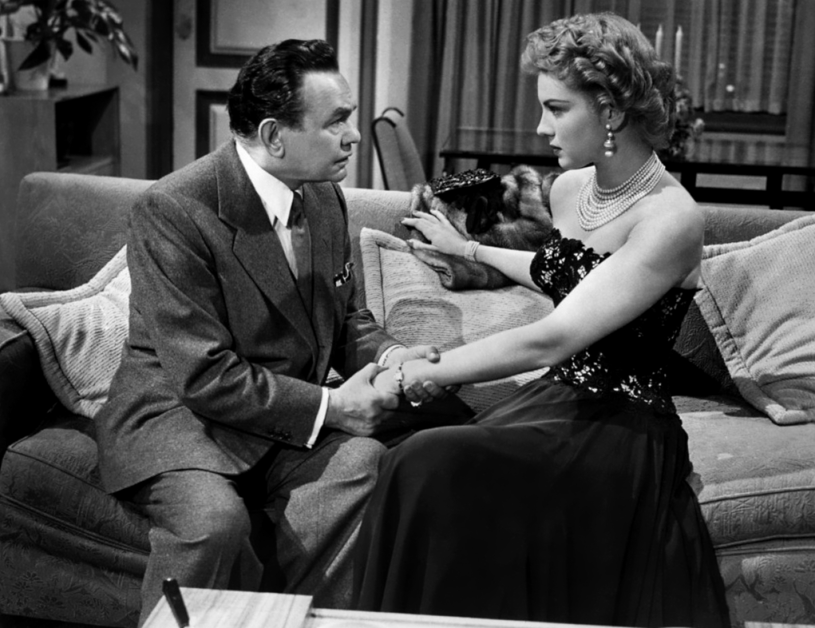 Kathleen Hughes in The Glass Web With Edward G.Robinson