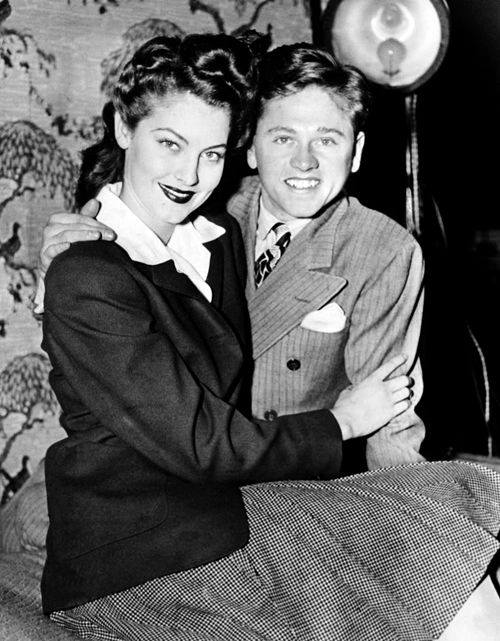 Mickey Rooney with her wife Ava Gardner  1942