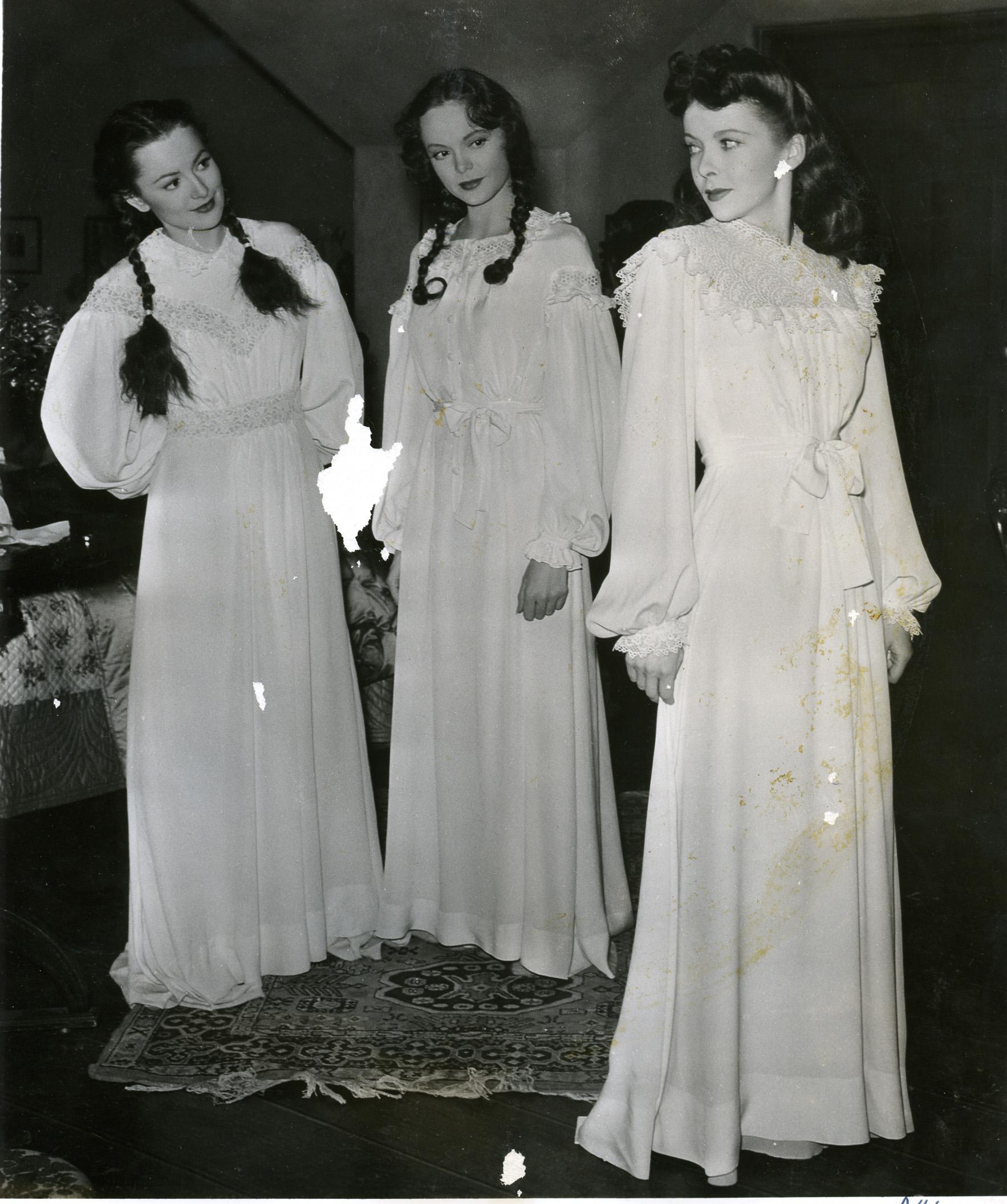 (L to R) Olivia de Havilland, Nancy Coleman, Ida Lupino