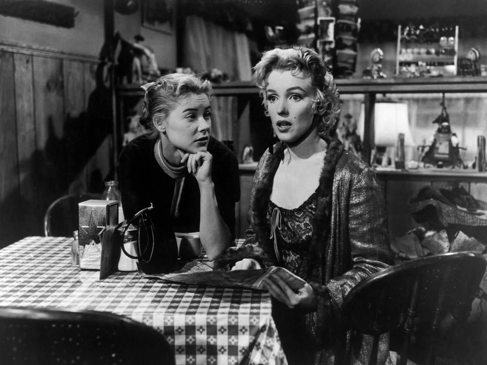 Marilyn Monroe With Hope Lange (L)