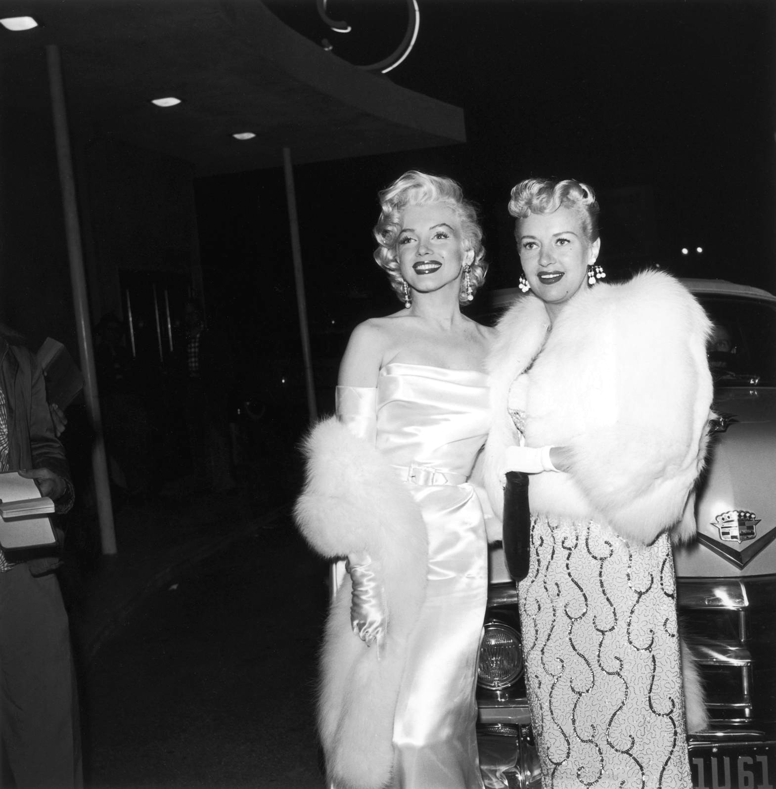 Marilyn Monroe With Betty Grable (R)