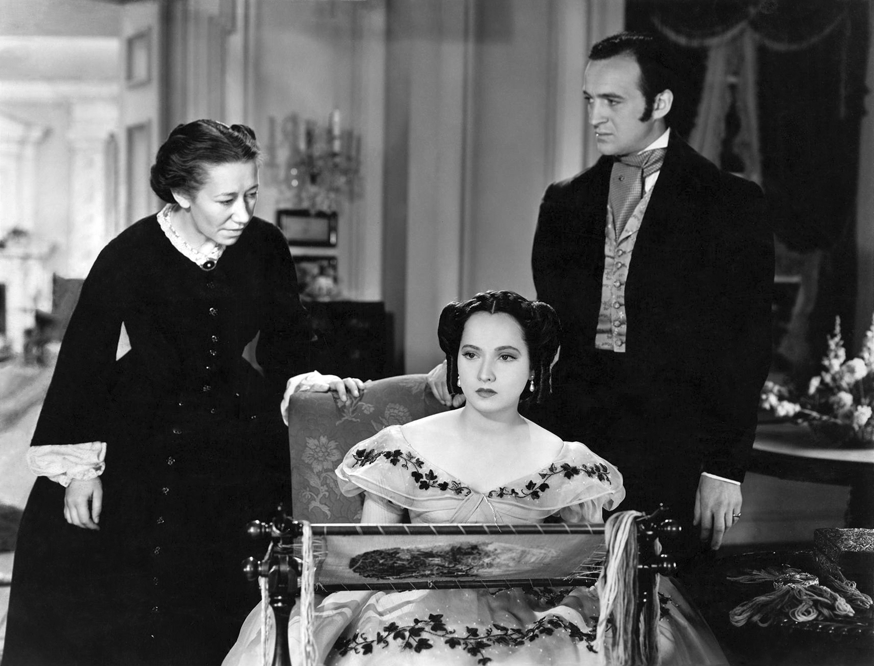 Merle Oberon in Wuthering Heights (L to R) Flora Robson, Merle Oberon, David Niven