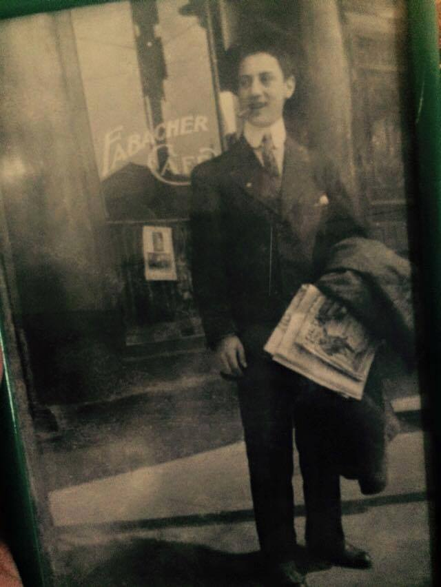 Earliest photo of Groucho Marx smoking a cigar. The 17 year old vaudevillian in 1907.