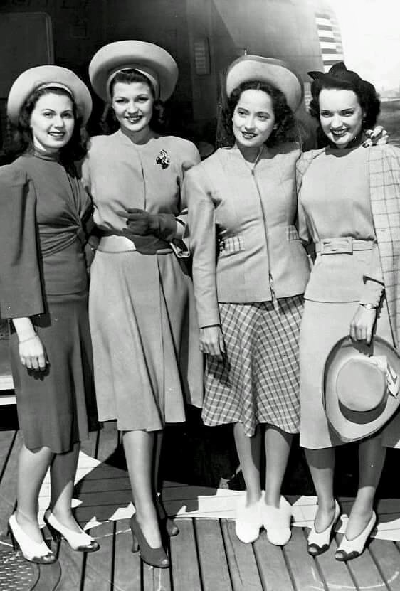 Rita Hayworth & Merle Oberon photographed with unkown starlets -1941.