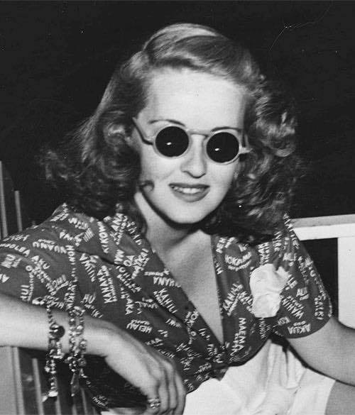 Bette Davis on the set of The Letter, 1940