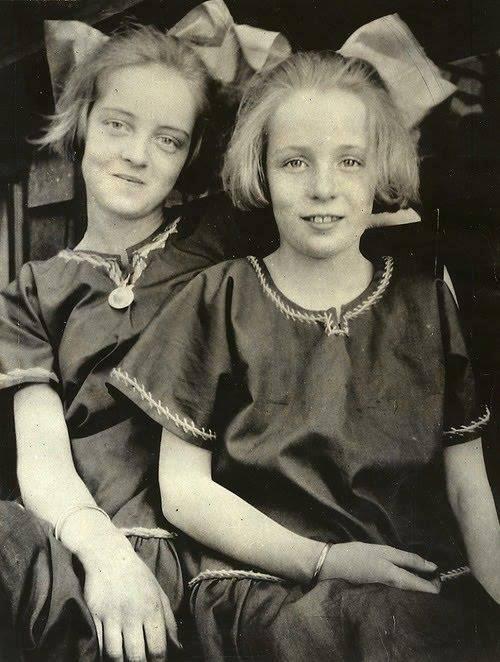 Bette Davis and her sister Bobby -1918.