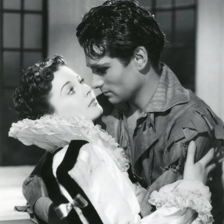 Vivien Leigh and Laurence Olivier in Fire Over England (1936)