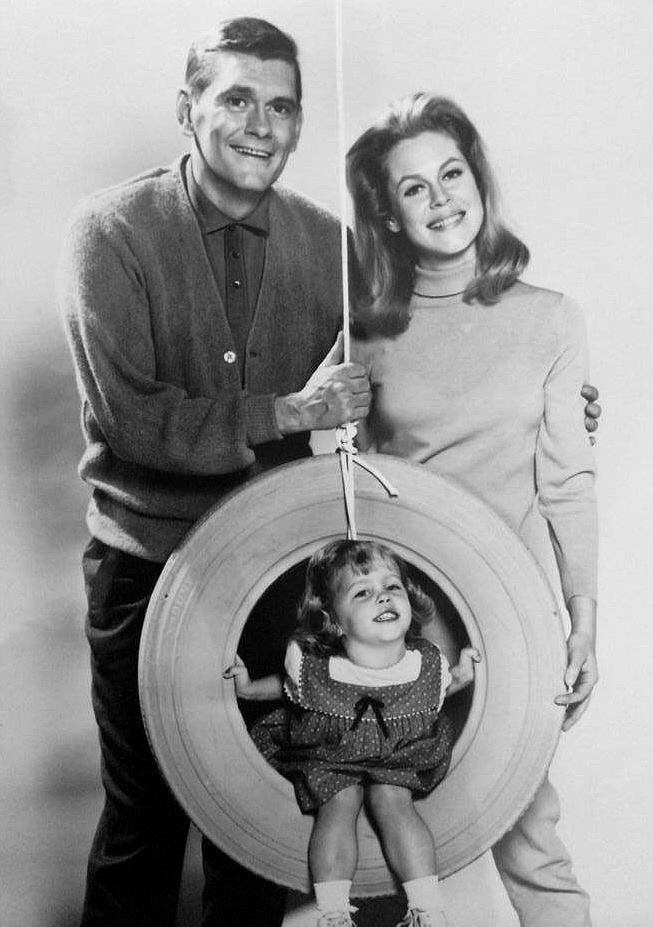 Elizabeth Montgomery with Dick York and Erin Murphy
