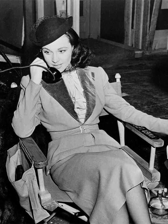 Vivien Leigh photographed on the set of Waterloo Bridge(1940).