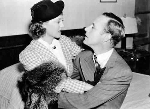 Bette Davis & Leslie Howard