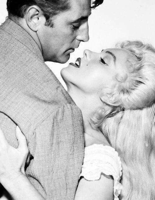 Robert Mitchum e Marilyn Monroe