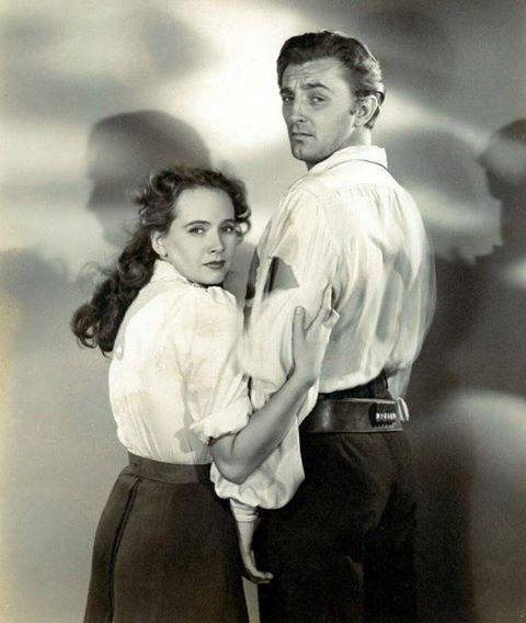 ROBERT MITCHUM & TERESA WRIGHT
