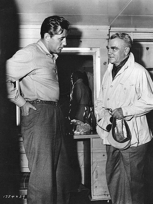 Robert Mitchum talks to James Cagney