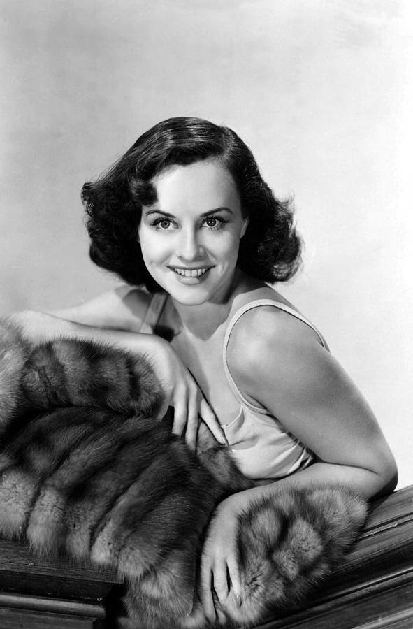 Paulette Goddard (June 3, 1910 - April 23, 1990) died on this date 27 years ago. R.I.P.