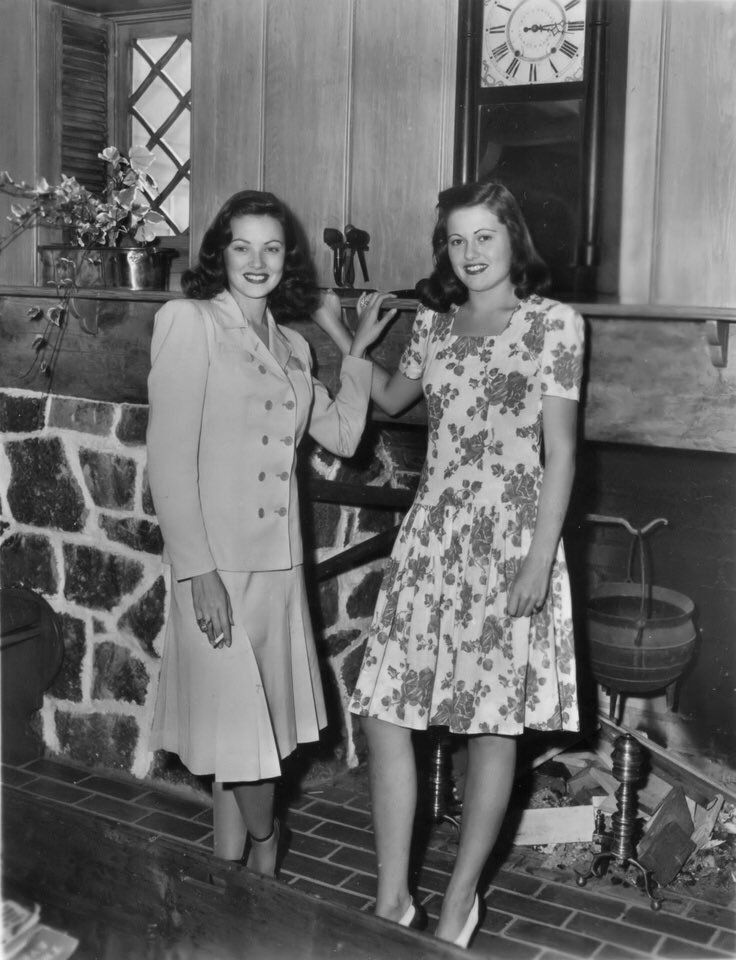 Gene Tierney with her sister Patricia -1945