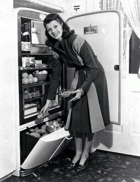 Rita Hayworth at home -1941