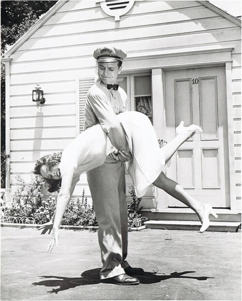 Olivia de Havilland and Dick Powell