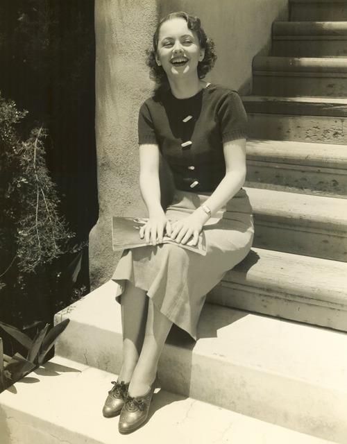 Young Olivia de Havilland-