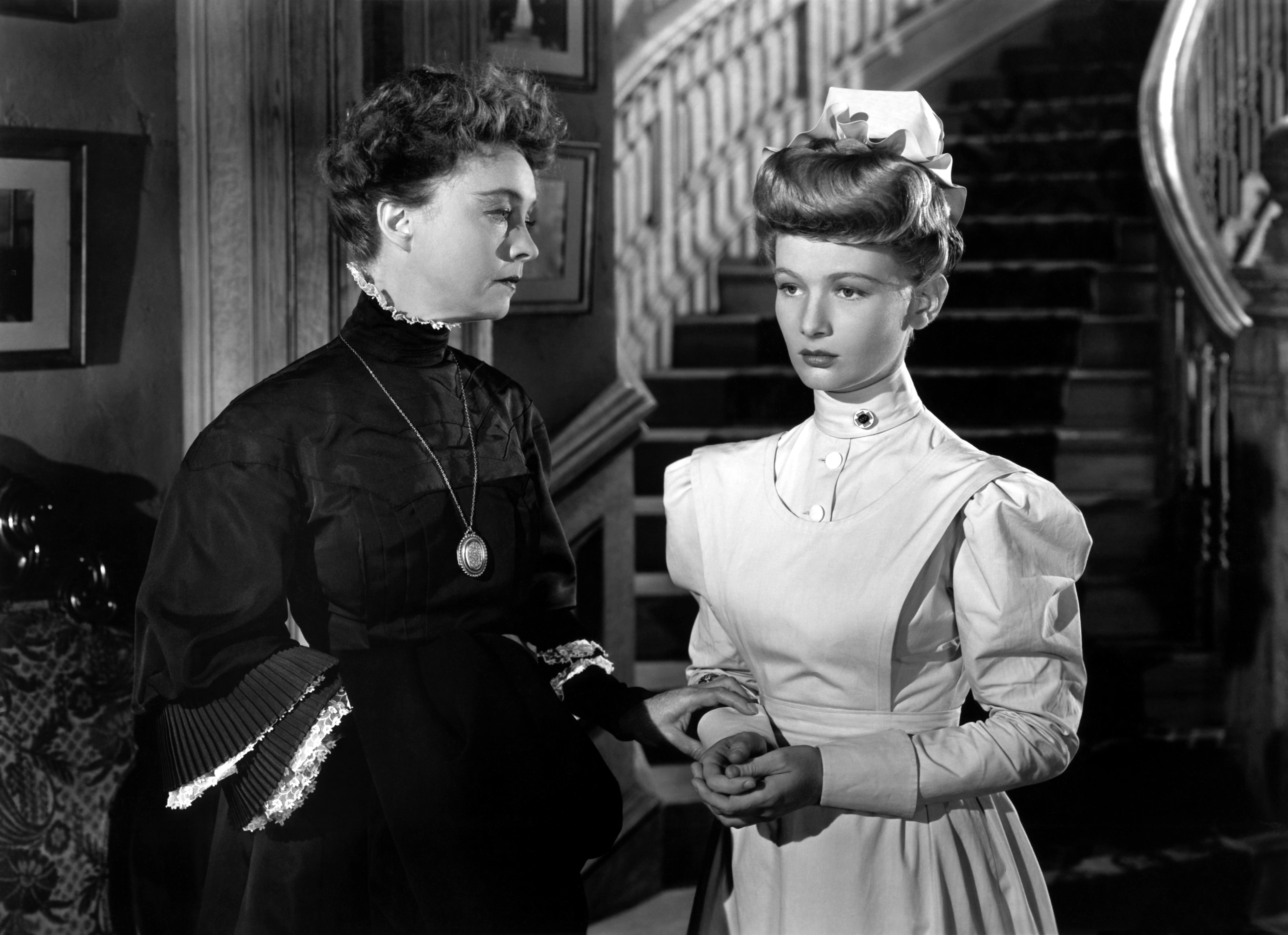 Lillian Gish with Veronica Lake (R).