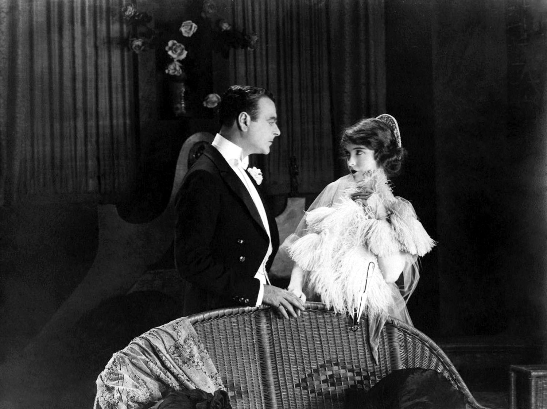 Lillian Gish with Lowell Sherman.