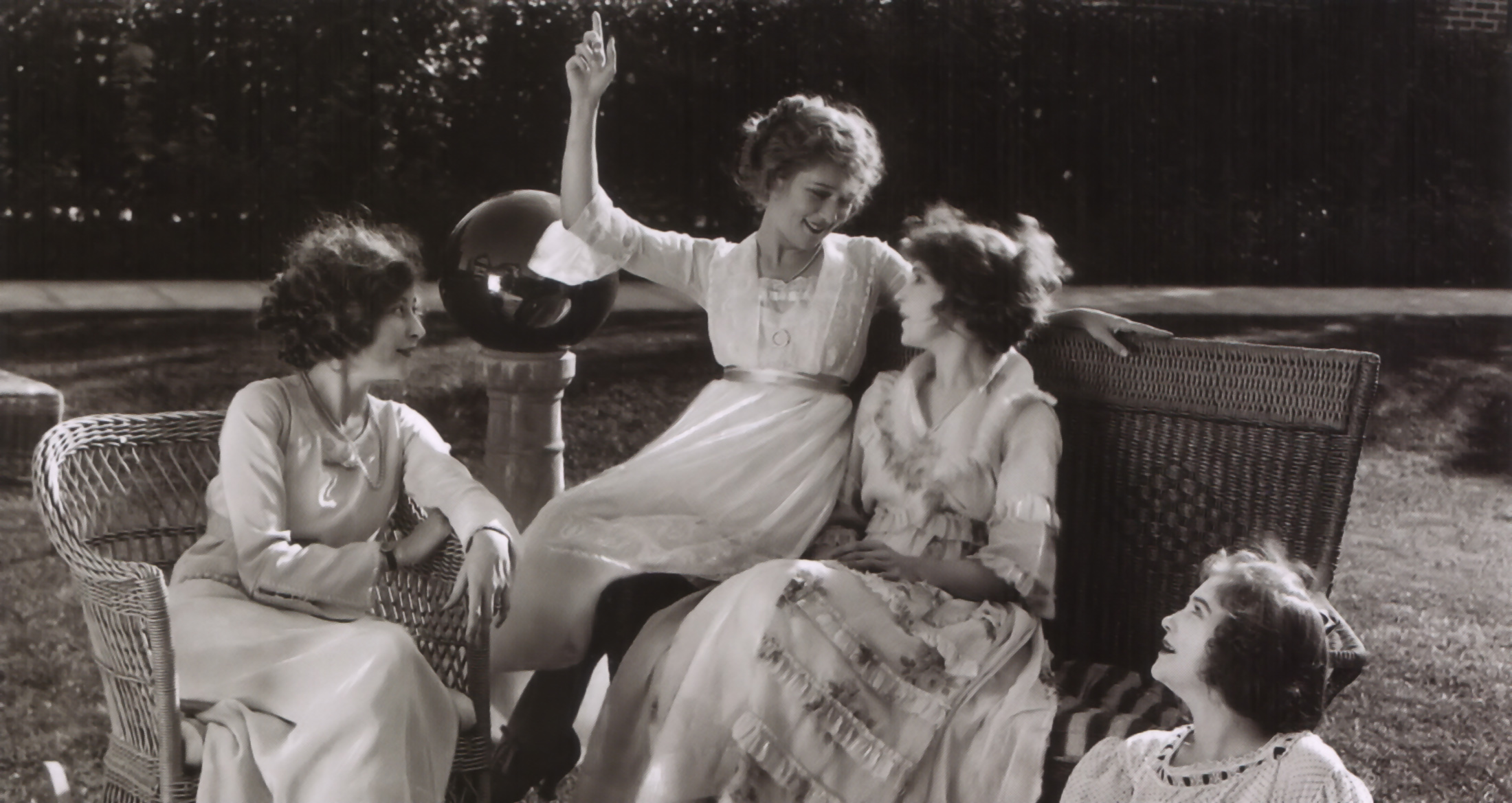 Lillian Gish with Mildred Harris Chaplin,Mary Pickford,  and Dorothy Gish.