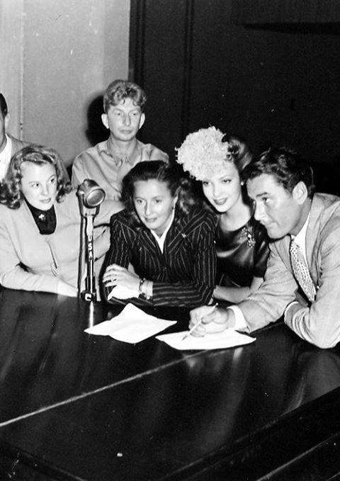 June Allyson, Sterling Holloway, Barbara Stanwyck, Linda Darnell and Errol Flynn during a radio broadcast.
