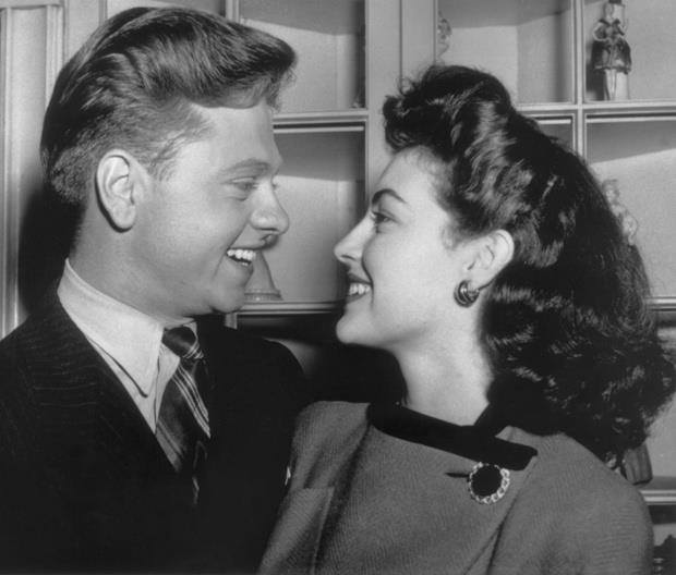 Mickey Rooney and Ava Gardner just married in 1941. They were married until 1943.