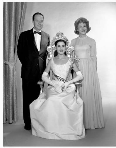 Advance photo session for the Miss Universe Beauty Pageant. Pictured standing is John Daly and Arlene Francis (hosts) and Norma Beatriz Nolan of Argentina (Miss Universe 1962)