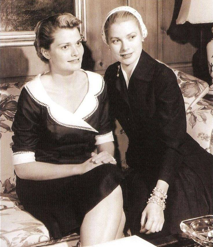 Grace Kelly with her little sister Lizanne