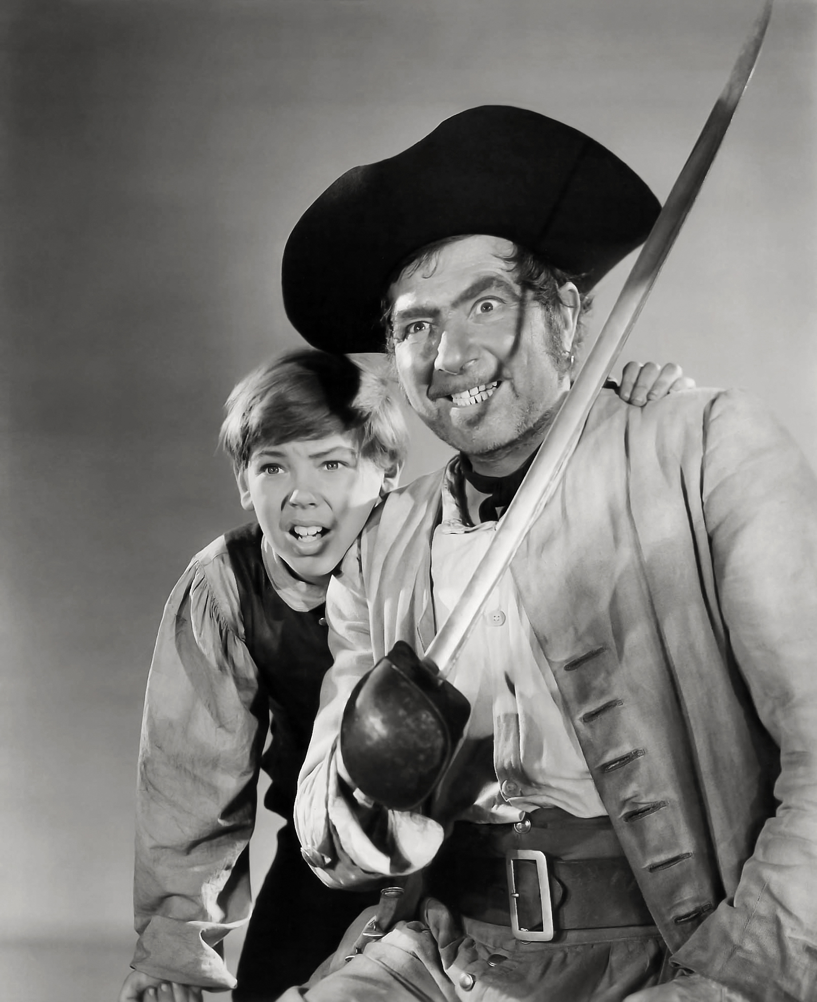 Robert Newton with Bobby Driscoll (L).