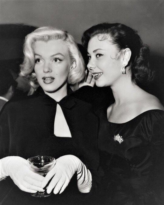 Marilyn Monroe and Mitzi Gaynor in wedding of Sheila Graham