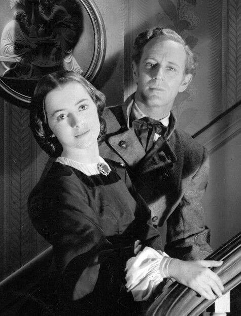 Olivia de Havilland with Leslie Howard