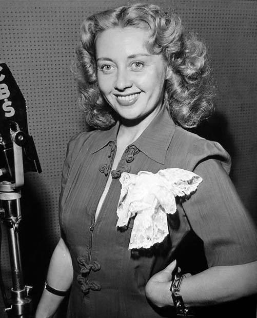 A look female radio detective series. This one had two big stars in Joan Blondell and Dick Powell, then husband and wife. The series, Miss Pinkerton, Inc. is based on the characters created by Mary Roberts Rinehart.