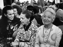 Helen Hayes sits next to Mrs. Ben Grauer -- Melanie Kahane -- at an unidentified event during the 1960s