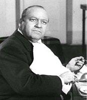 Arthur Q. Bryan as Lieutenant Walt Levinson