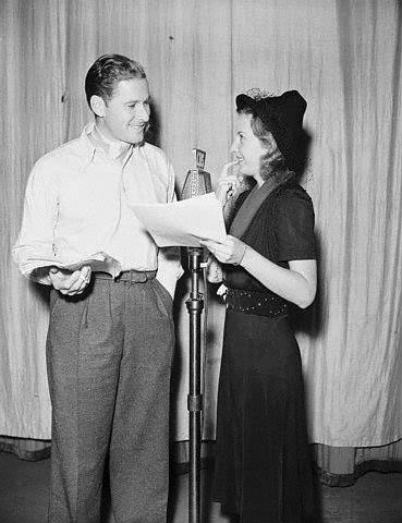 Errol Flynn e Barbara Stanwyck.