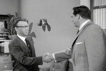 Howard Culver as Rufus Bolding shakes hands with Perry Mason (1958)