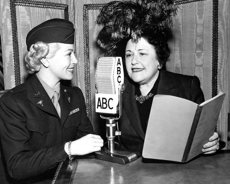 Lana Turner and host Louella Parsons on the radio.