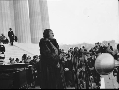 Marian Anderson perform on the Steps of the Lincoln Memorial