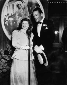 Warren William and his wife of 25 years, the former Helen Barbara Brown, at the premiere of Firefly (1937)