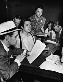 Welles rehearses with Mercury Theatre Players, ca. 1938